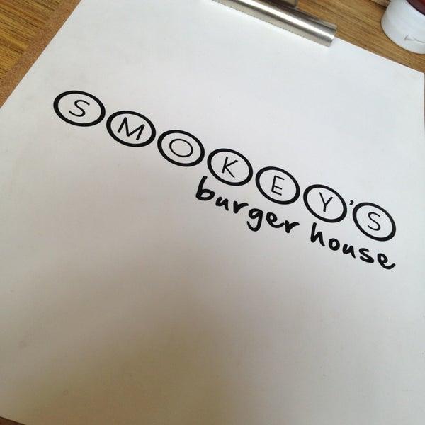 7/27/2013에 Marianaonshine님이 Smokey's Burger House에서 찍은 사진