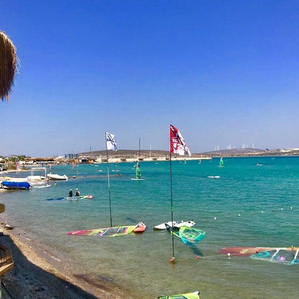 Das Foto wurde bei Alaçatı Surf Paradise Club von Gokhan A. am 9/2/2018 aufgenommen