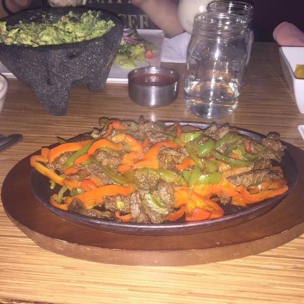 Foto diambil di Vega Mexican Cuisine oleh Yasmeen D. pada 12/18/2015