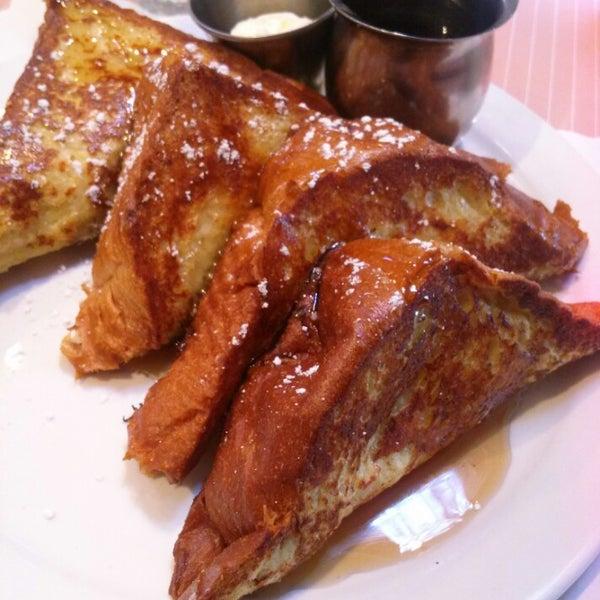 Foto diambil di The Breakfast Club & Grill oleh Robin M. pada 3/24/2014
