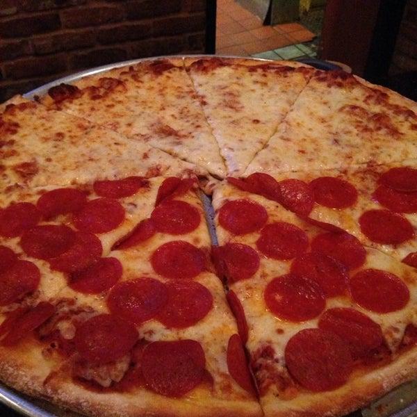 Foto scattata a The Pizza Pub da Alex P. il 8/21/2014