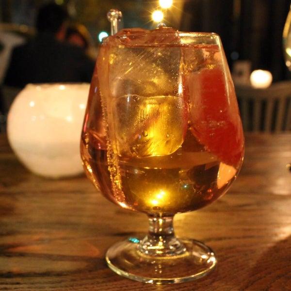 Ufff los cócteles, este es el Salmoncito con ginebra Tanqueray.