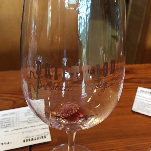 Foto diambil di Driftwood Estate Winery oleh Delliejelly W. pada 10/21/2017