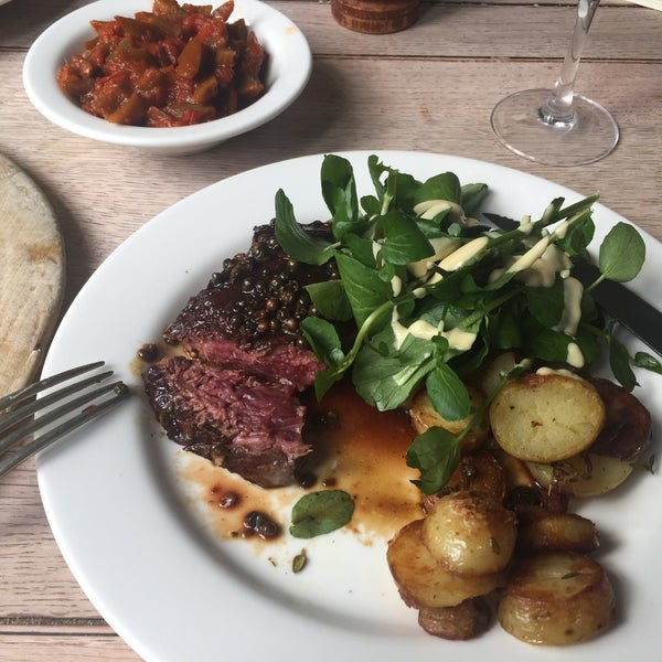 Great gastro pub with daily menus, good ales & wines. Plus professional and friendly service. Weekday lunch is often quiet