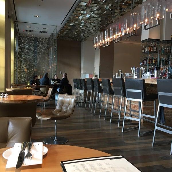 Снимок сделан в SOUTHGATE Bar & Restaurant пользователем Jan F. 4/12/2018