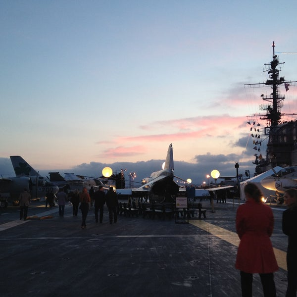 Photo prise au USS Midway Museum par Kelly C. le5/10/2013