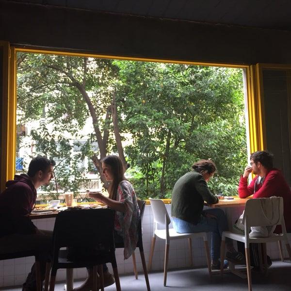 Atmosfer, merkezi konum, çalışanlar, mekan tasarımı, kahve menü zenginliği