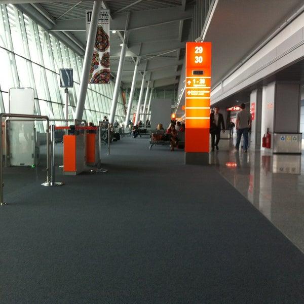 3/12/2013에 Vasiliy Y.님이 바르샤바 쇼팽 공항 (WAW)에서 찍은 사진