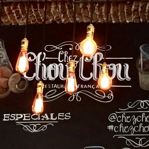 Foto diambil di Chez Chouchou oleh Di R. pada 9/12/2015