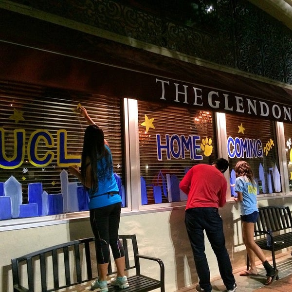 Foto diambil di The Glendon Bar & Kitchen oleh Megan F. pada 10/27/2014