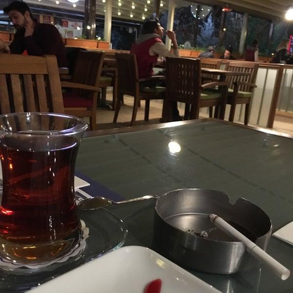 รูปภาพถ่ายที่ Coffee Castle โดย Kasım A. เมื่อ 3/7/2016
