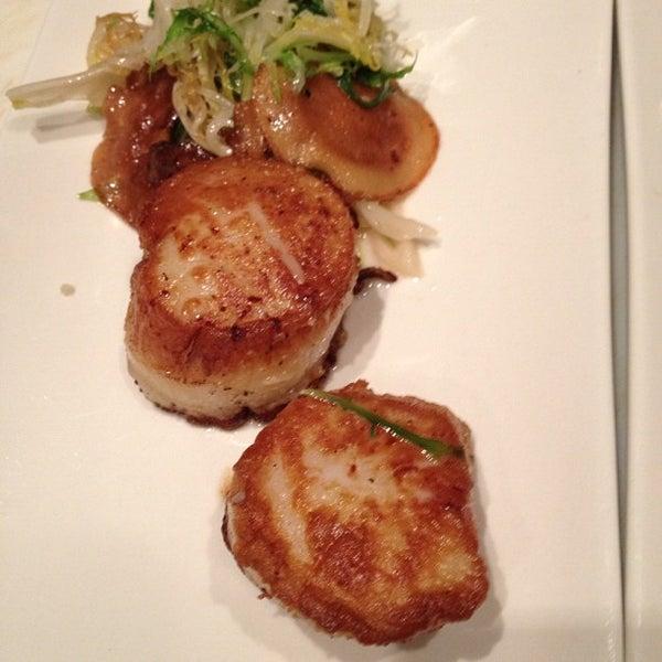 Foto diambil di Monte's Restaurant oleh Tina E. pada 10/4/2012