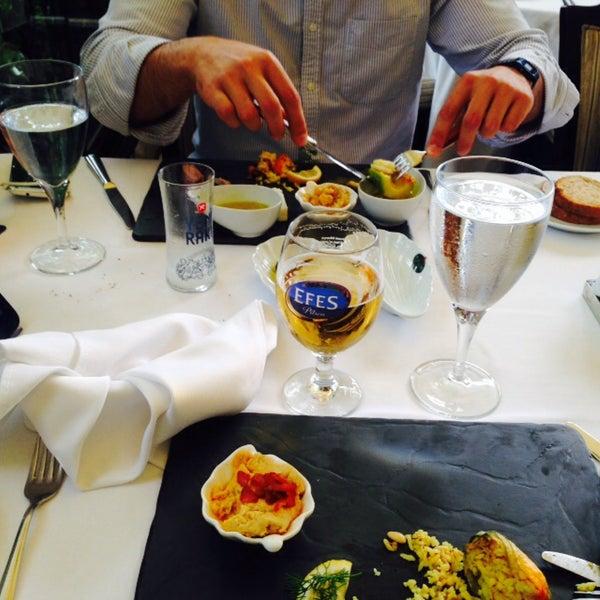 Foto tomada en Trilye Restaurant por Fatih T. el 6/27/2015