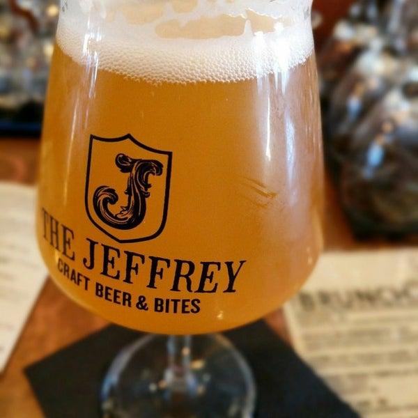 Foto tomada en The Jeffrey Craft Beer & Bites por Will C. el 1/15/2017
