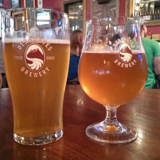Foto tomada en Deschutes Brewery Portland Public House por Theo S. el 6/17/2013