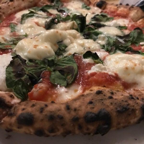 รูปภาพถ่ายที่ Sottocasa Pizzeria โดย Globetrottergirls D. เมื่อ 2/16/2018