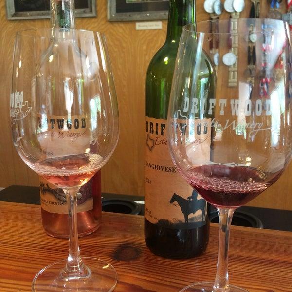Foto diambil di Driftwood Estate Winery oleh Globetrottergirls D. pada 5/10/2016