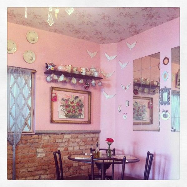 Foto diambil di Café Ambrosio oleh Carina K. pada 8/10/2013