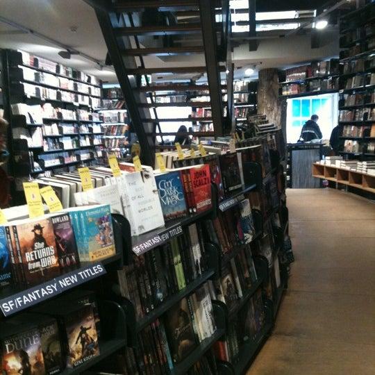 Foto tirada no(a) The American Book Center por Xiaoxi S. em 2/5/2013