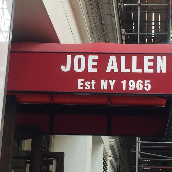 Foto diambil di Joe Allen oleh Eugenia A. pada 7/18/2018