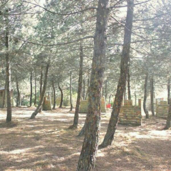 Foto diambil di Natura Paintball oleh Özge Ö. pada 5/26/2015