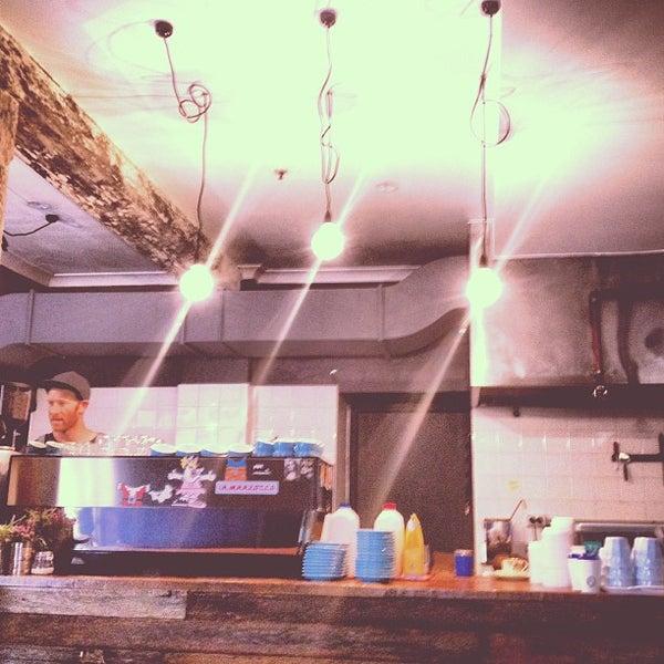 2/4/2013에 J L.님이 Cabrito Coffee Traders에서 찍은 사진