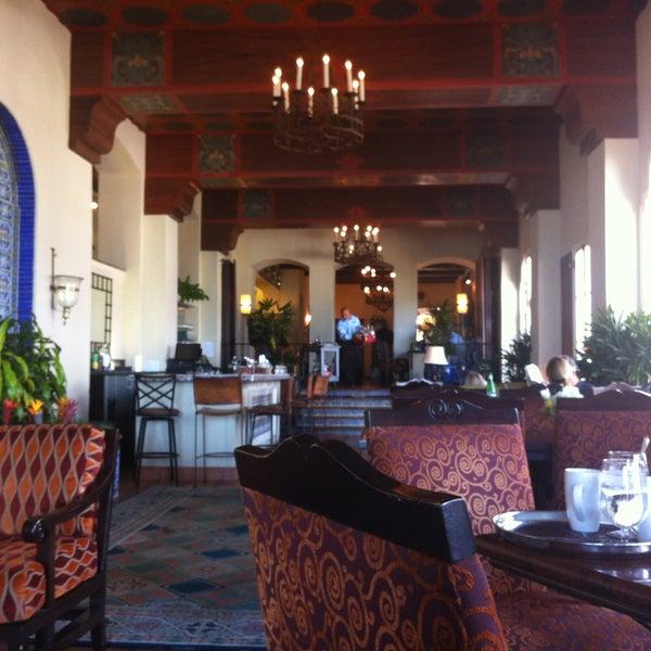 Снимок сделан в La Valencia Hotel пользователем La W. 4/11/2013