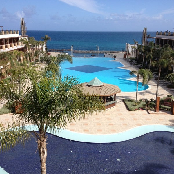 รูปภาพถ่ายที่ Cratos Premium Hotel & Casino โดย Halil O. เมื่อ 3/16/2013