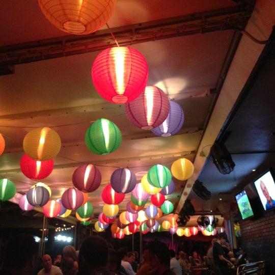 Photo prise au Rosie's Bar & Grill par Greg B. le11/11/2012