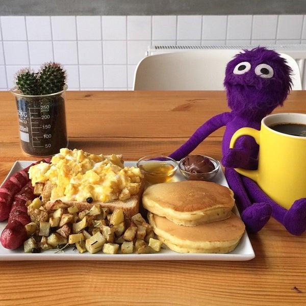 American BREAKFAST yada buradaki ismi ile Walter's Breakfast. 19 TL'ye bu kadar buyuk ve doyurucu kahvalti tabagi Moda'da baska bir yerde yok! Istege gore gercek Bacon alabilirsiniz. Mutlaka deneyin!