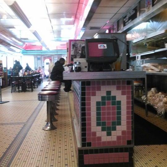 Foto tirada no(a) Rosie's Diner por Charles S. em 2/15/2014