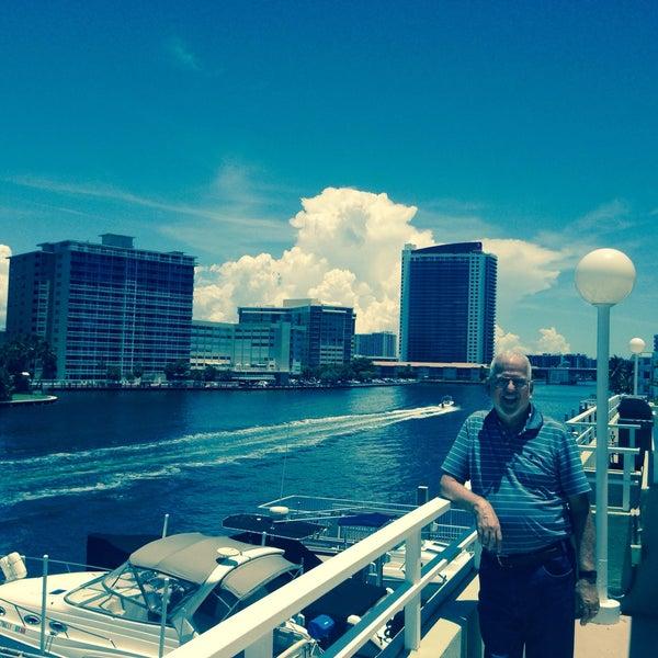 Das Foto wurde bei Juniper on the Water von Hector T. am 6/21/2015 aufgenommen