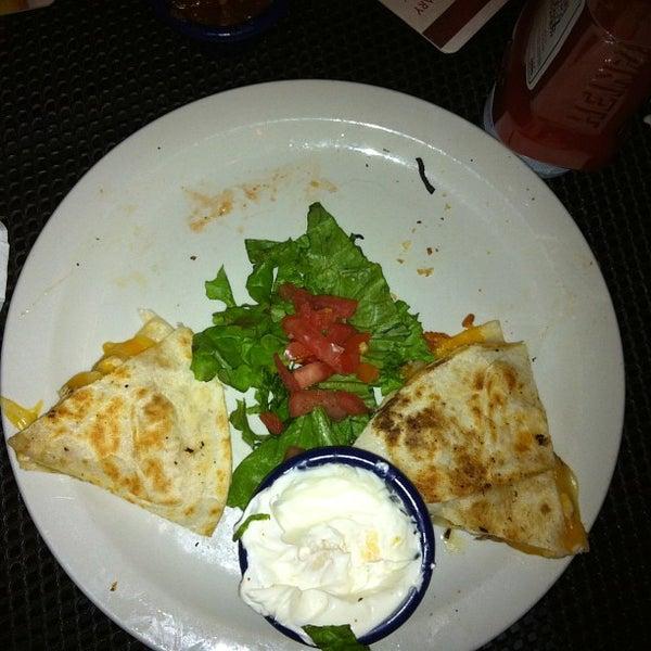 Photo prise au Rosie's Bar & Grill par Mikey L. le12/31/2012