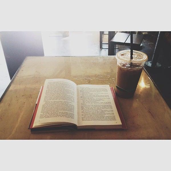 Foto tirada no(a) Dogtown Coffee por Lexie A. em 6/14/2013