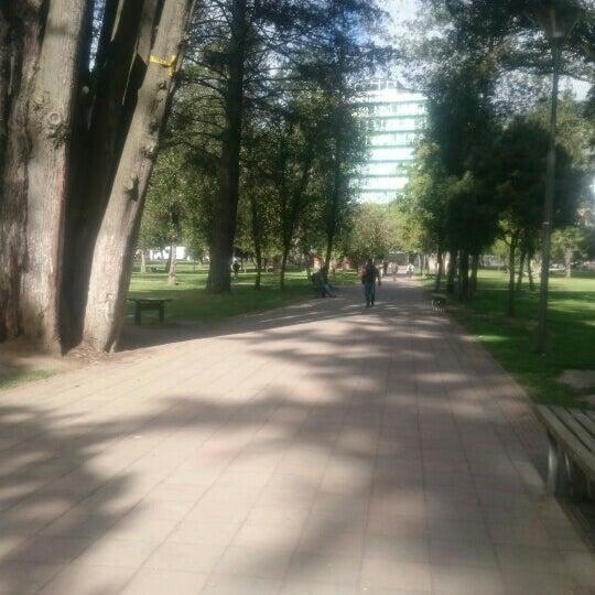 Foto diambil di Parque El Ejido oleh Milton R. pada 2/17/2016