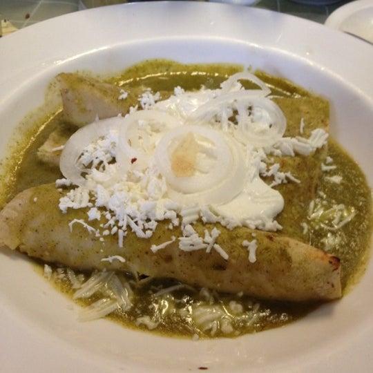 Das Foto wurde bei Restaurante Nicos von Gaby C. am 10/13/2012 aufgenommen