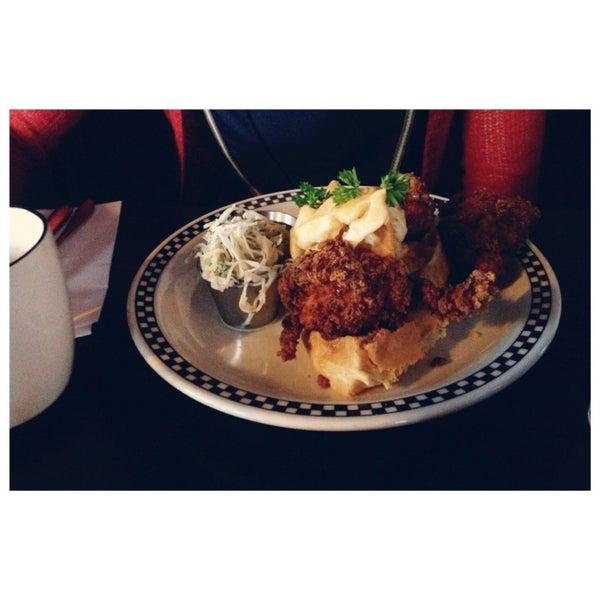 12/22/2012 tarihinde Cici L.ziyaretçi tarafından SCHOOL Restaurant'de çekilen fotoğraf
