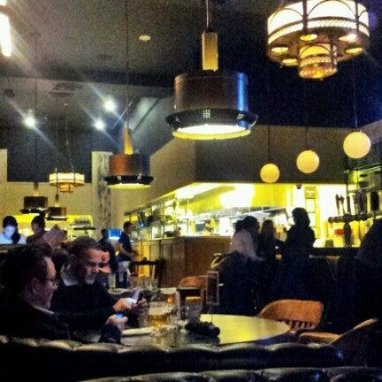 Foto tirada no(a) LT Bar & Grill por Jenn Z. em 11/8/2012
