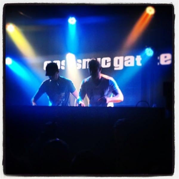 Das Foto wurde bei Foundation Nightclub von Sean V. am 5/12/2013 aufgenommen