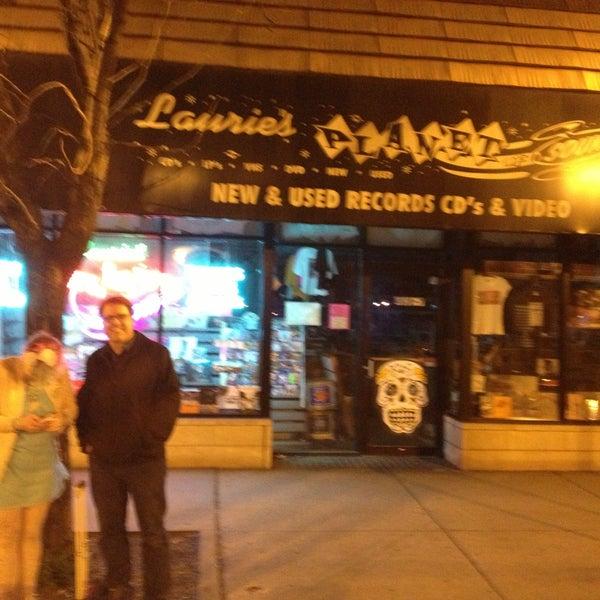 4/30/2013 tarihinde Owen H.ziyaretçi tarafından Laurie's Planet of Sound'de çekilen fotoğraf