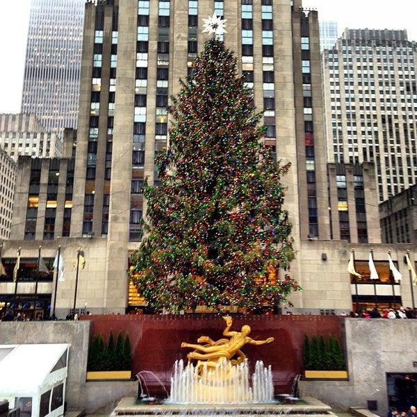 Das Foto wurde bei The Rink at Rockefeller Center von Jamison N. am 12/17/2012 aufgenommen