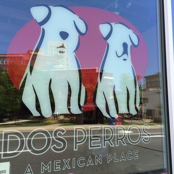 7/29/2014에 Adrienne C.님이 Dos Perros에서 찍은 사진