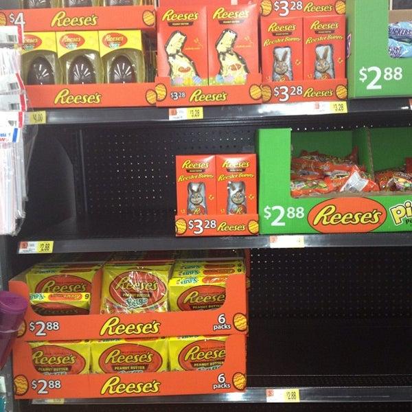 2/19/2013 tarihinde Shawn S.ziyaretçi tarafından Walmart'de çekilen fotoğraf