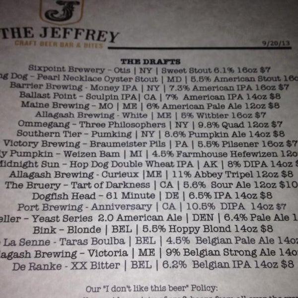 Foto tomada en The Jeffrey Craft Beer & Bites por Irina P. el 9/21/2013