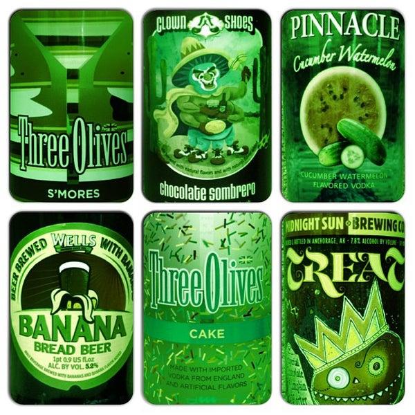 รูปภาพถ่ายที่ Green Jug Fine Wine & Spirits โดย Mike U. เมื่อ 4/20/2013