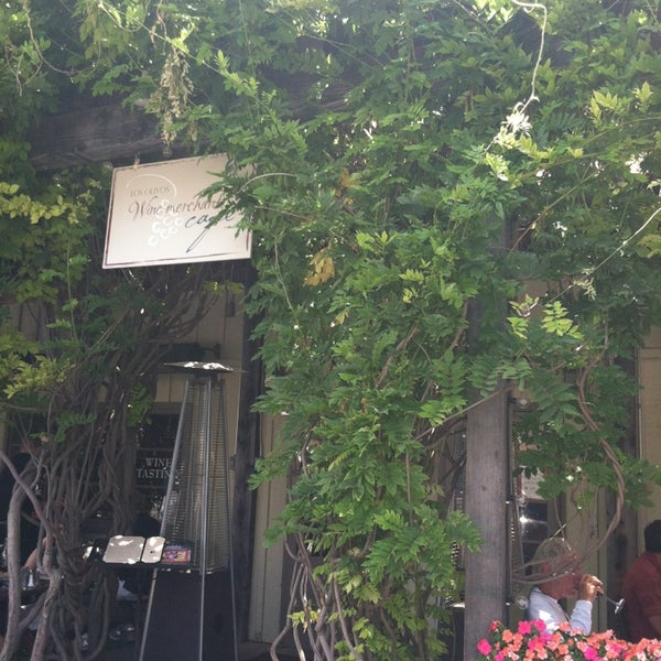 7/22/2013 tarihinde tracy f.ziyaretçi tarafından Los Olivos Wine Merchant Cafe'de çekilen fotoğraf