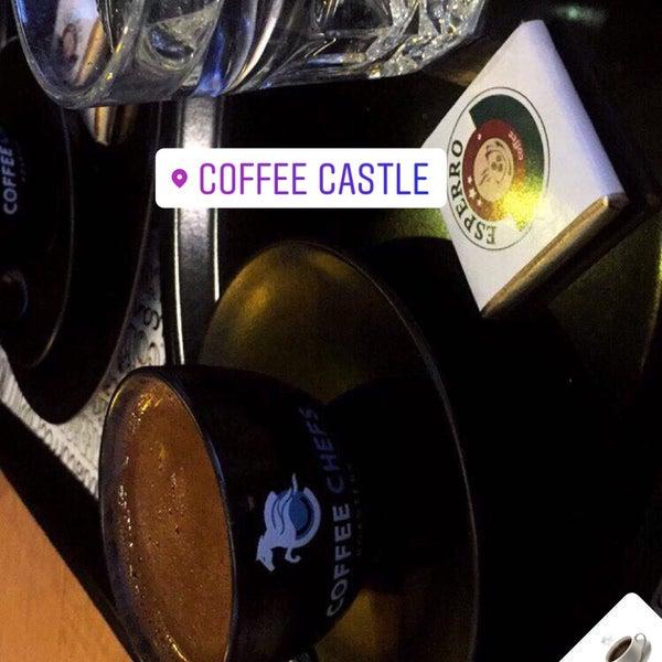 รูปภาพถ่ายที่ Coffee Castle โดย Burak A. เมื่อ 3/27/2018