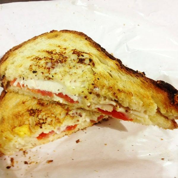 Das Foto wurde bei Beecher's Handmade Cheese von Roger M. am 1/18/2013 aufgenommen