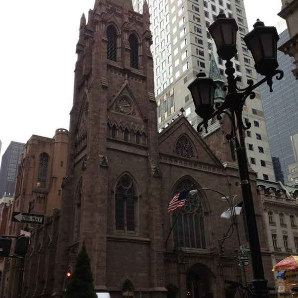 Foto diambil di Fifth Avenue Presbyterian Church oleh Julia P. pada 1/15/2013