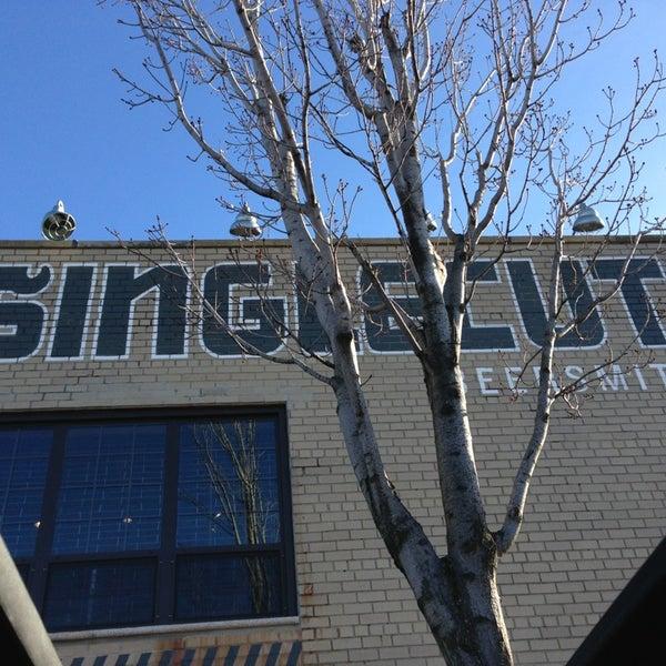 Foto tirada no(a) SingleCut Beersmiths por @AstoriaHaiku em 12/28/2012